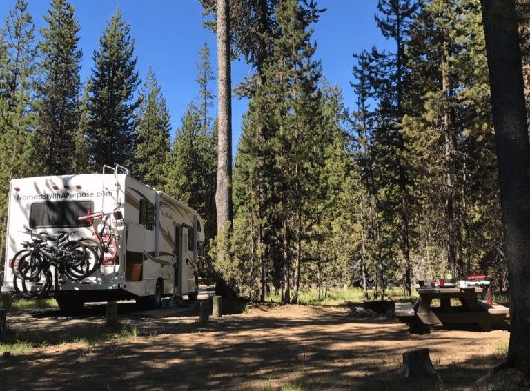 Cascade Lakes Highway: camping at little lava lakes campground
